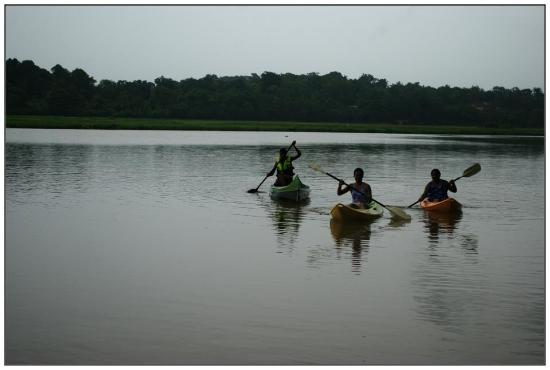 Pomburpa, India: Kayaking...