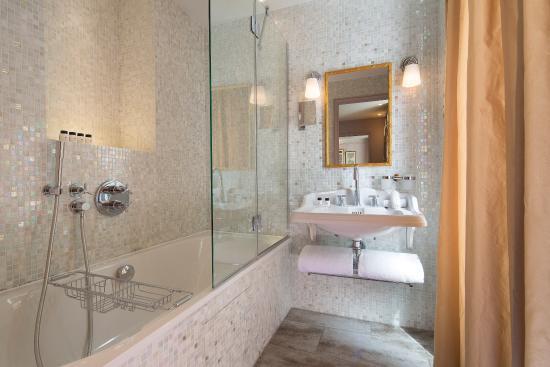 Salle de bain - Picture of Hotel & Spa La Belle Juliette, Paris ...