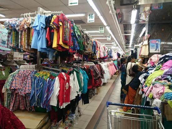 Mustafa Centre: 洋服売り場