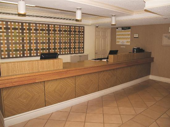 La Quinta Inn Mobile : Front Desk