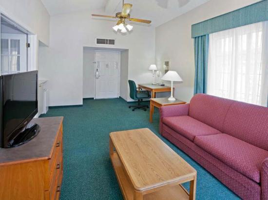 La Quinta Inn Omaha West: Suite