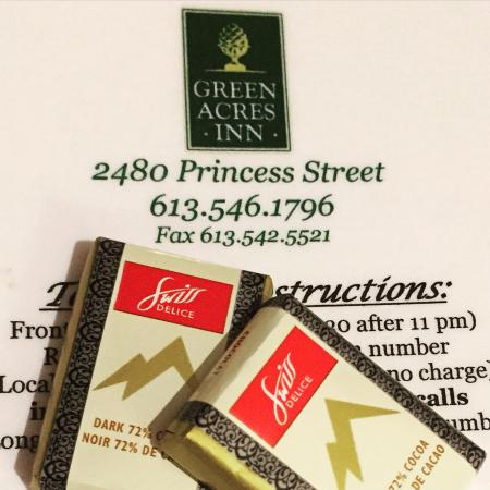 Green Acres Inn: Some yummy chocolates from the lobby!