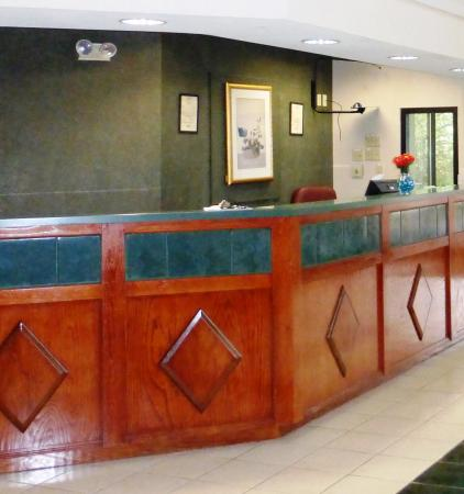 Red Roof Inn & Suites Newnan: Lobby
