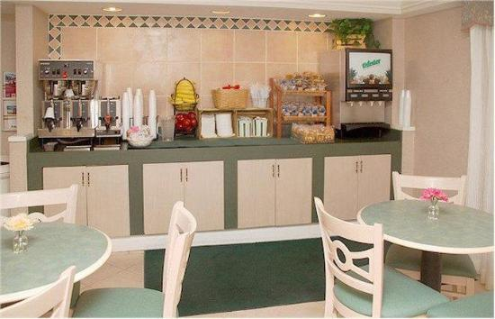 La Quinta Inn Fort Myers Central: Breakfast Bar