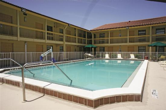 La Quinta Inn Fort Myers Central: Pool