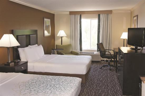 لاكوينتا إن آند سويتس مواب: Guest Room