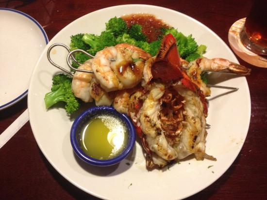 Liverpool, NY: Red Lobster - seafood combo dish