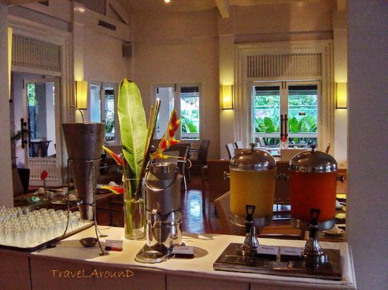 Centara Kata Resort Phuket: การตกแต่งห้องอาหาร