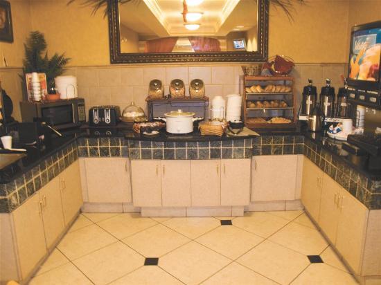 Country Inn & Suites by Radisson, Kennesaw, GA: Breakfast Bar