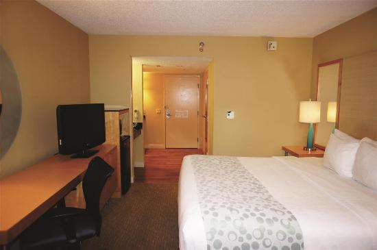 La Quinta Inn & Suites Sarasota Downtown: Guest room