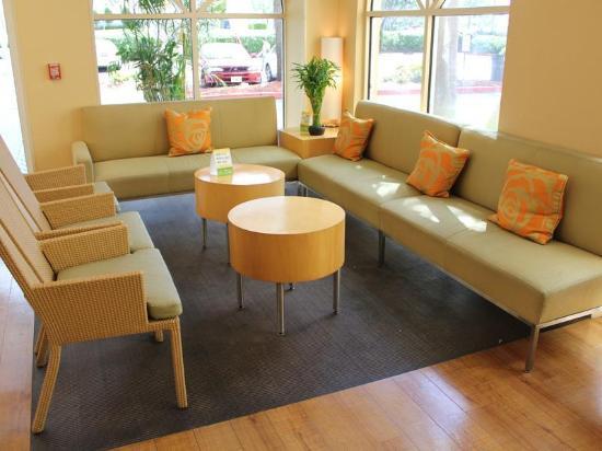 La Quinta Inn & Suites Fort Lauderdale Tamarac: Lobby view