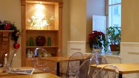Le Champlain Hotel: Breakfast room