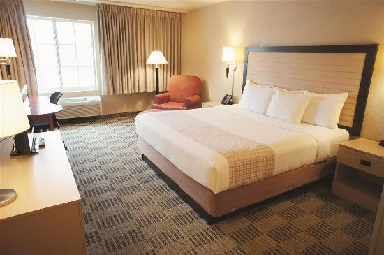 La Quinta Inn & Suites White Plains - Elmsford: Guest room