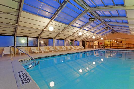 La Quinta Inn & Suites Elmsford: Pool view