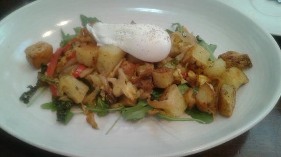 Bedford, Canadá: Tasty hash with poached egg