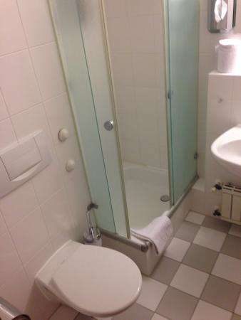 Germania Hotel: Ванная комната