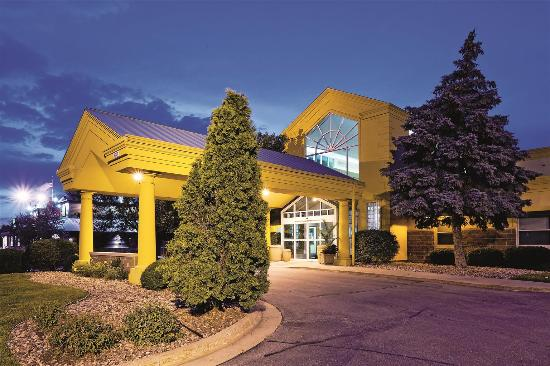 La Quinta Inn & Suites Appleton College Avenue: Exterior view