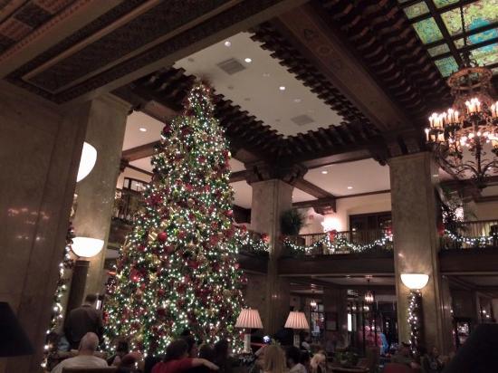 the peabody memphis beautiful giant christmas tree