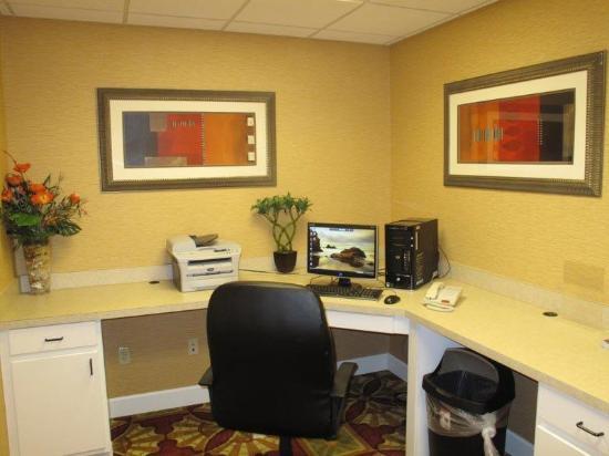 La Quinta Inn & Suites Mobile - Daphne: Business Center
