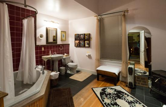 Olema Cottages: Awesome Bathroom