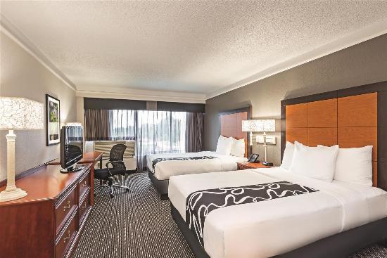 La Quinta Inn & Suites New Orleans Airport: Guestroom
