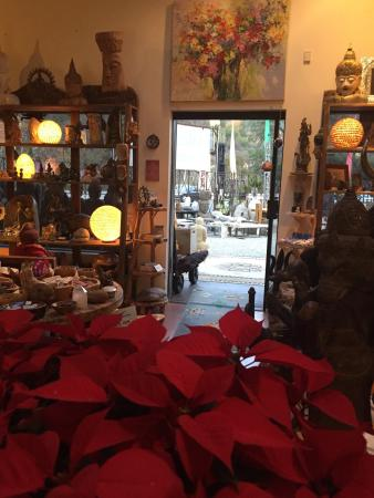 Topanga, Californië: Holiday magic at Jalan Jalan imports. Best place to get a unique gift for someone special