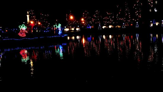 Attleboro, MA: Lights around their lake