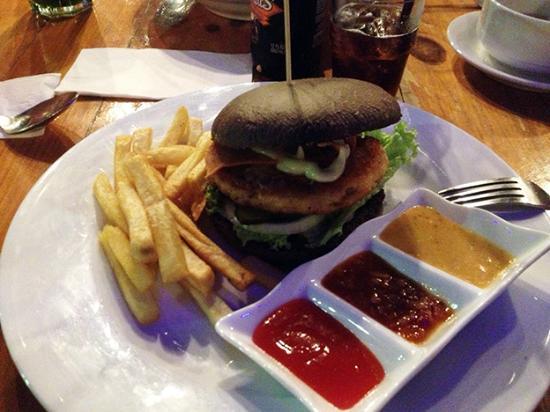 Le Gardenz Cafe: Chicken burger