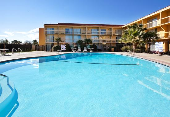 La Quinta Inn & Suites Redding: Pool