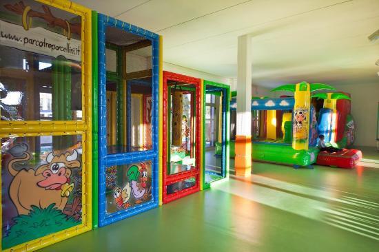 Castelfiorentino, Italy: gonfiabili, Playground, area baby dedicata ai piccoli fino a 3 anni