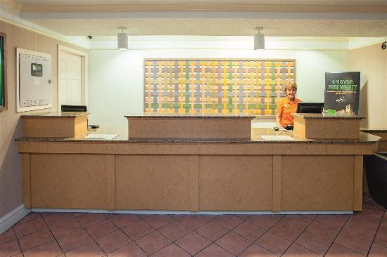 La Quinta Inn Chattanooga / Hamilton Place: Front Desk