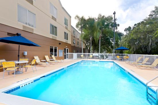 Fairfield Inn & Suites Tampa Brandon: Outdoor Pool