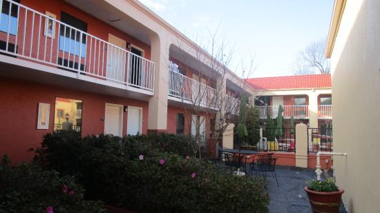 Days Inn Memphis at Graceland Image