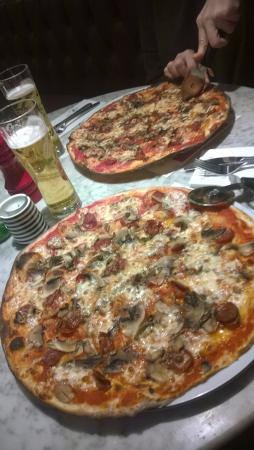 Pizza Express: Romana American with added Mushroom
