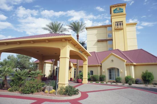 La Quinta Inn & Suites Phoenix Mesa West: Exterior