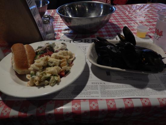 Hubbards, Kanada: 食べ放題のサラダとムール貝。