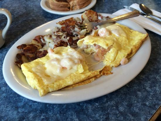 Mattie's Pancake House: Inside peek in my shrimp and cheese omelet with onions and red potatoes on the side.