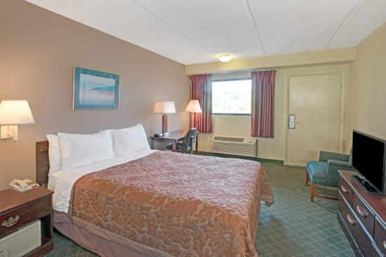 Shelby, North Carolina: king bed