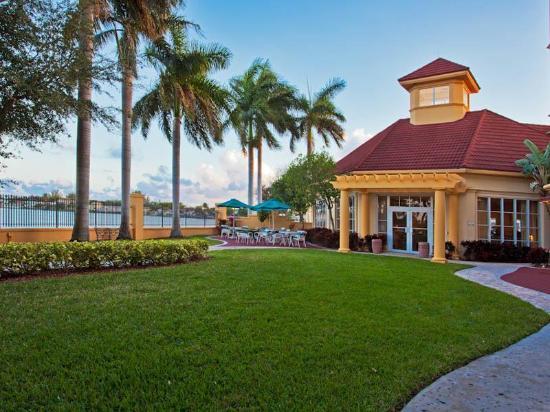 La Quinta Inn & Suites Ft. Lauderdale Airport: Exterior