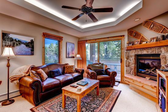 Canyon Creek Condominiums: Living Room