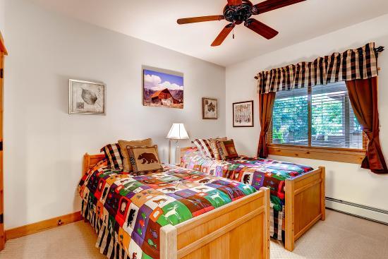 Canyon Creek Condominiums: Bedroom
