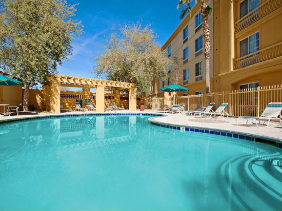 La Quinta Inn & Suites Phoenix Chandler: Pool