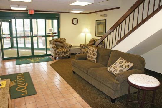 La Quinta Inn Omaha Southwest: Lobby