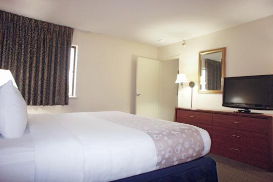 La Quinta Inn Omaha Southwest: Suite