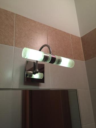Hotel Della Volta : La luce del bagno