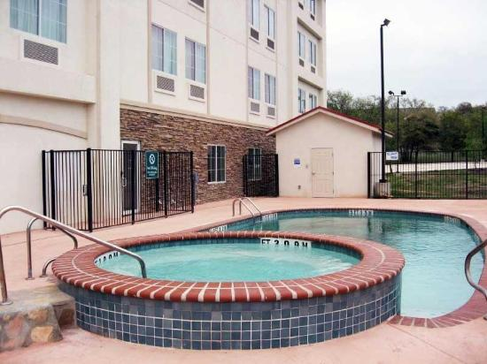 La Quinta Inn & Suites San Antonio Fiesta: Pool
