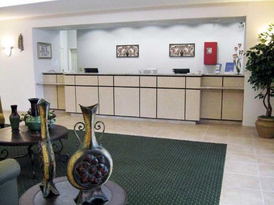 La Quinta Inn & Suites San Antonio Fiesta: Lobby