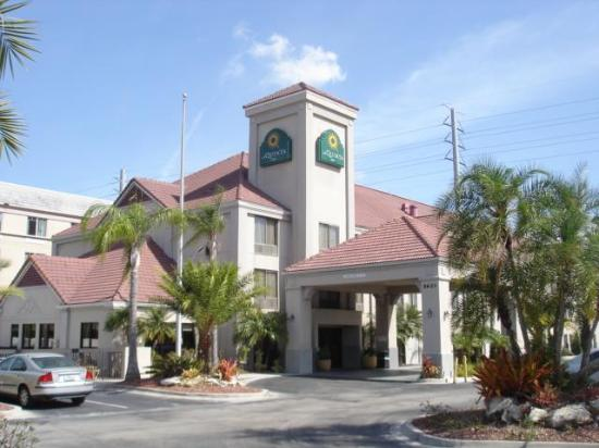 La Quinta Inn & Suites Orlando Universal Area: Exterior
