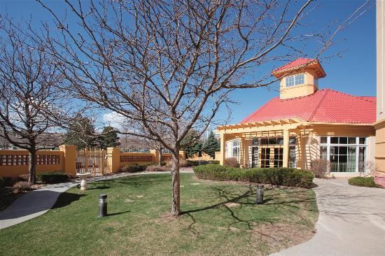 La Quinta Inn & Suites Denver Southwest Lakewood: Exterior
