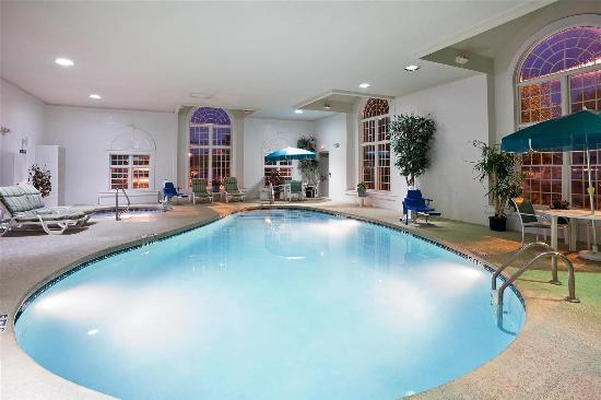 La Quinta Inn & Suites Cleveland Macedonia : Pool